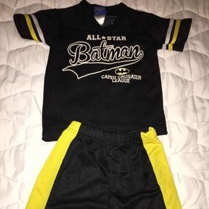 Batman short sleeve and shorts outfit. (5t) boy